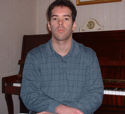 File:Mike-pianist.jpg